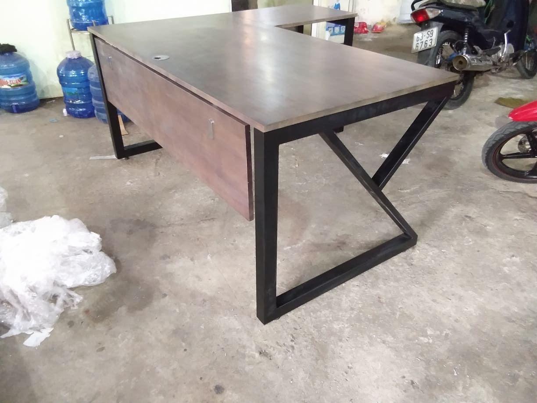 Chân bàn góc L kconcept tại công trình