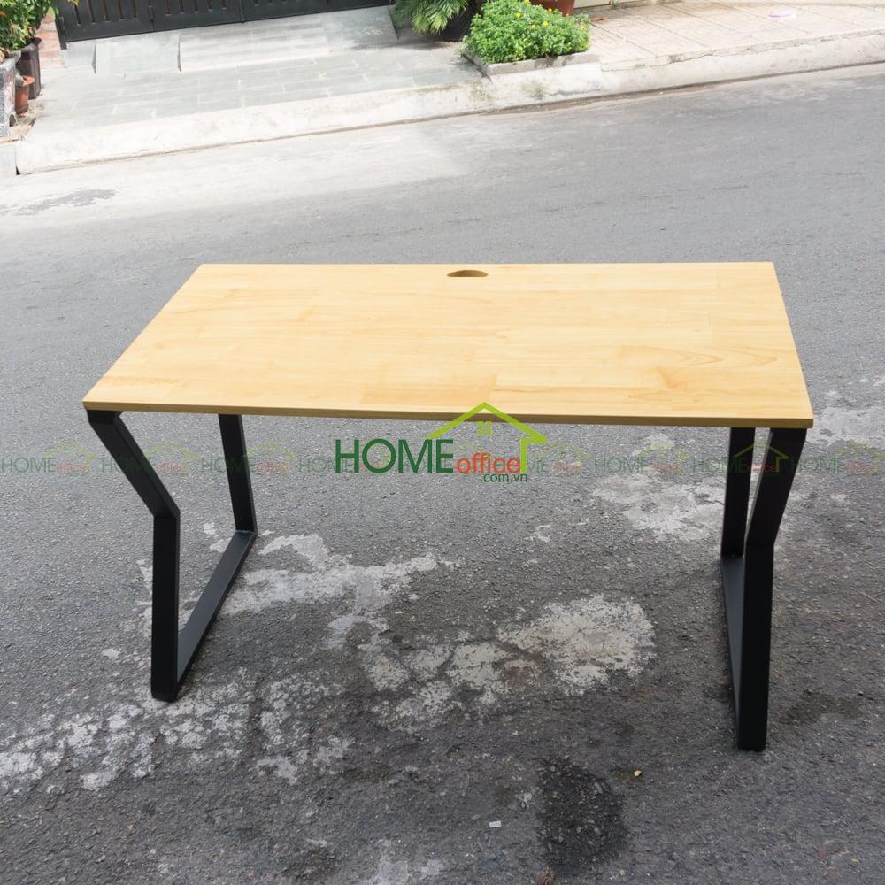 bàn gỗ cao su chân sắt lắp ráp